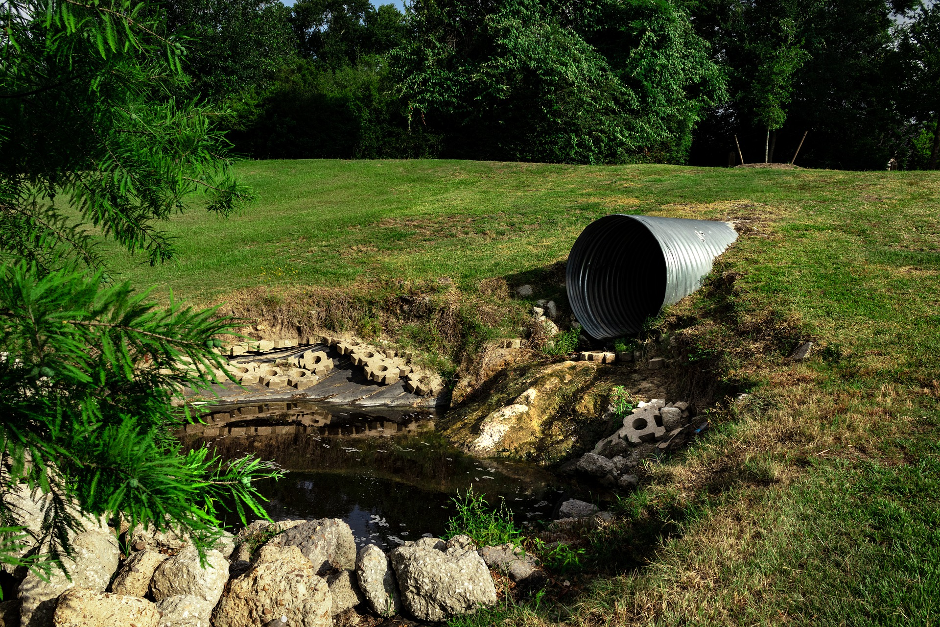 sewage-pipe-polluted-water-3465090_1920